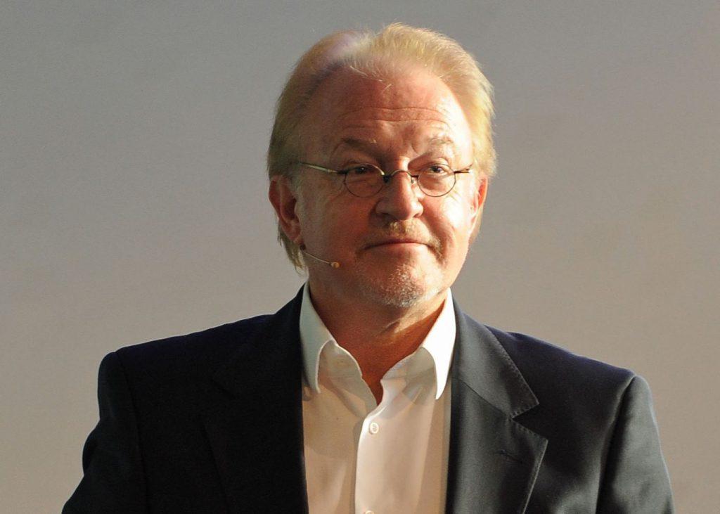 Prof. Dr.-Ing. Roland Greule: https://www.haw-hamburg.de/beschaeftigte/detailansicht/name/roland-greule.html
